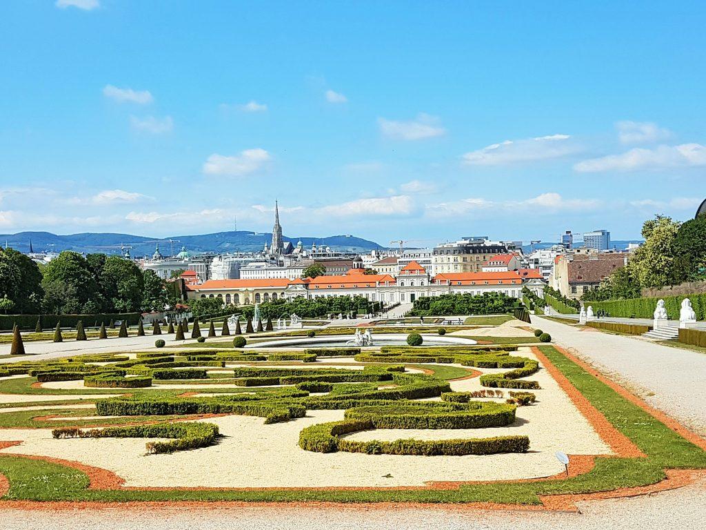 Belvedere Schlossanlage mit Park