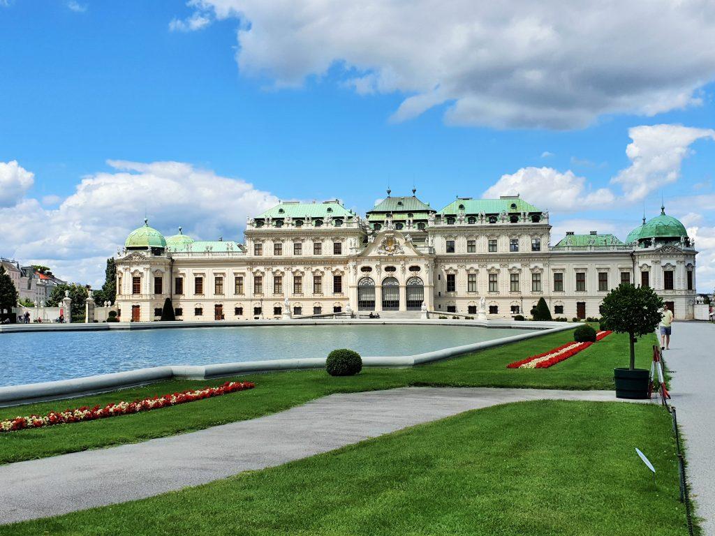 barockes Schloss mit Parkanlage