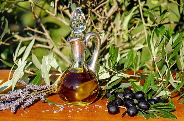 Olivenöl Degustation und frische Oliven