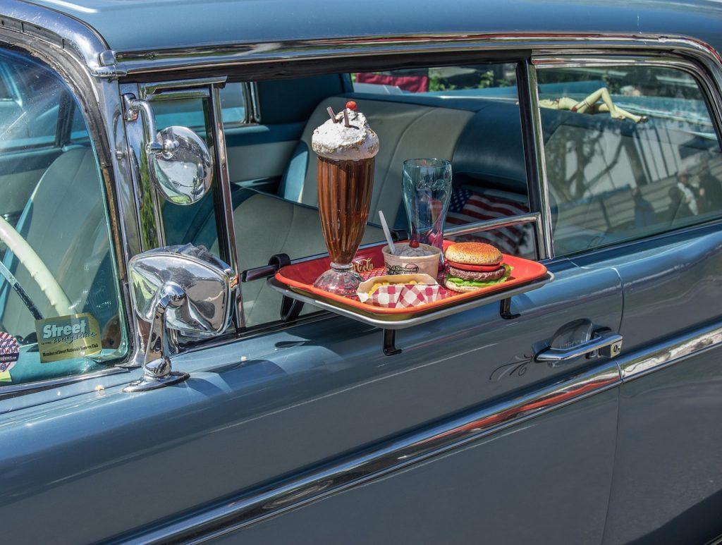 Snack im Auto