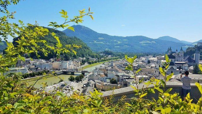 Salzburg Altstadt Tipps: Mönchsberg Stadtblick auf Salzburg
