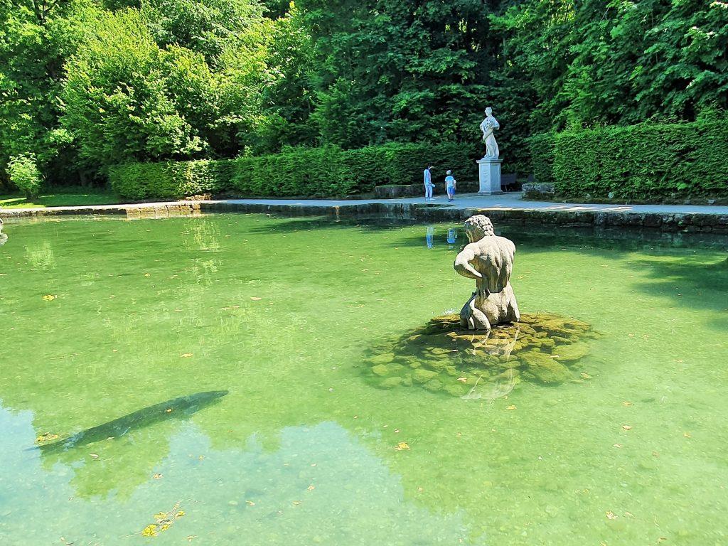 Hellbrunner Park Salzburg mit barockem Fisch-Weiher