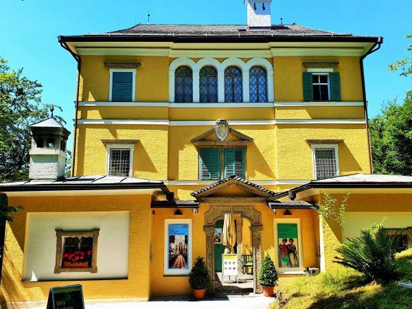 Monatsschlössl in Hellbrunn Salzburg mit Volks-Kultur Museum