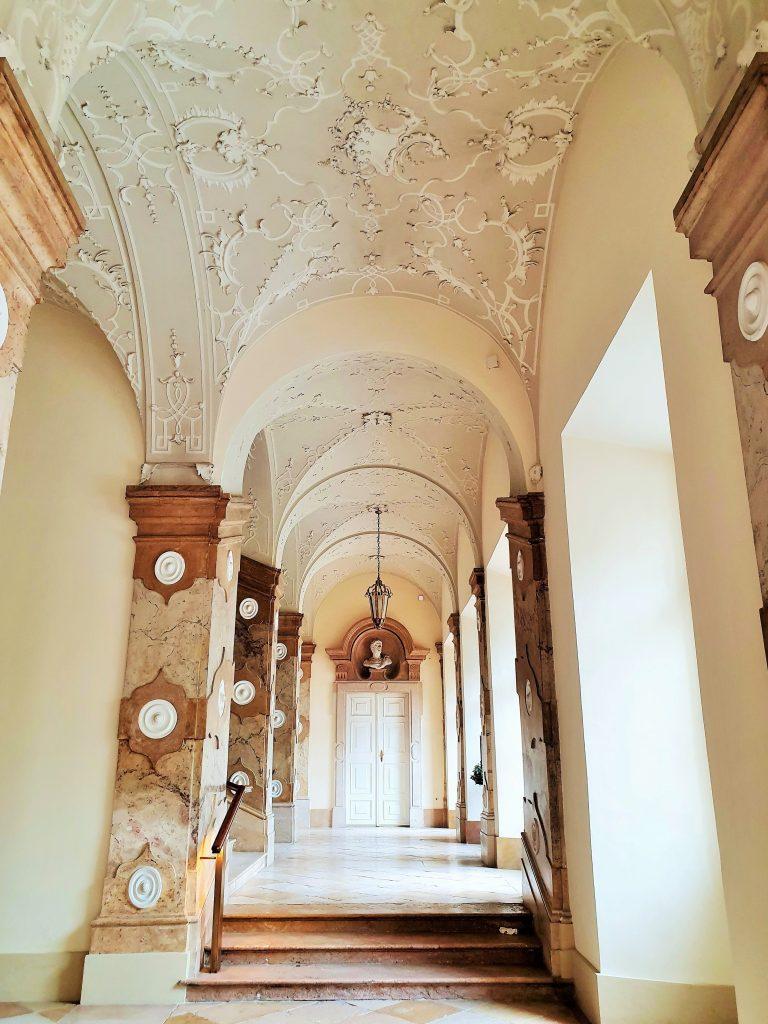 prunkvoller Gang im Schloss Mirabell