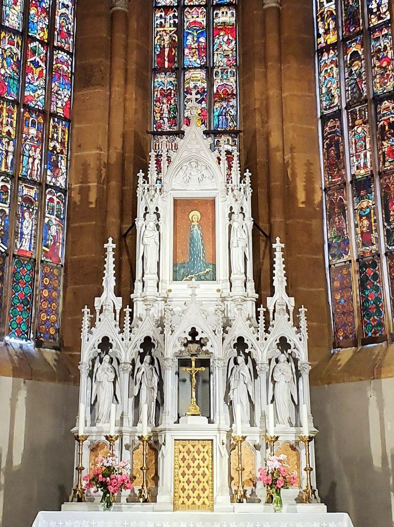 Ährenkleid Madonna in der allfahrtskirche Straßengel