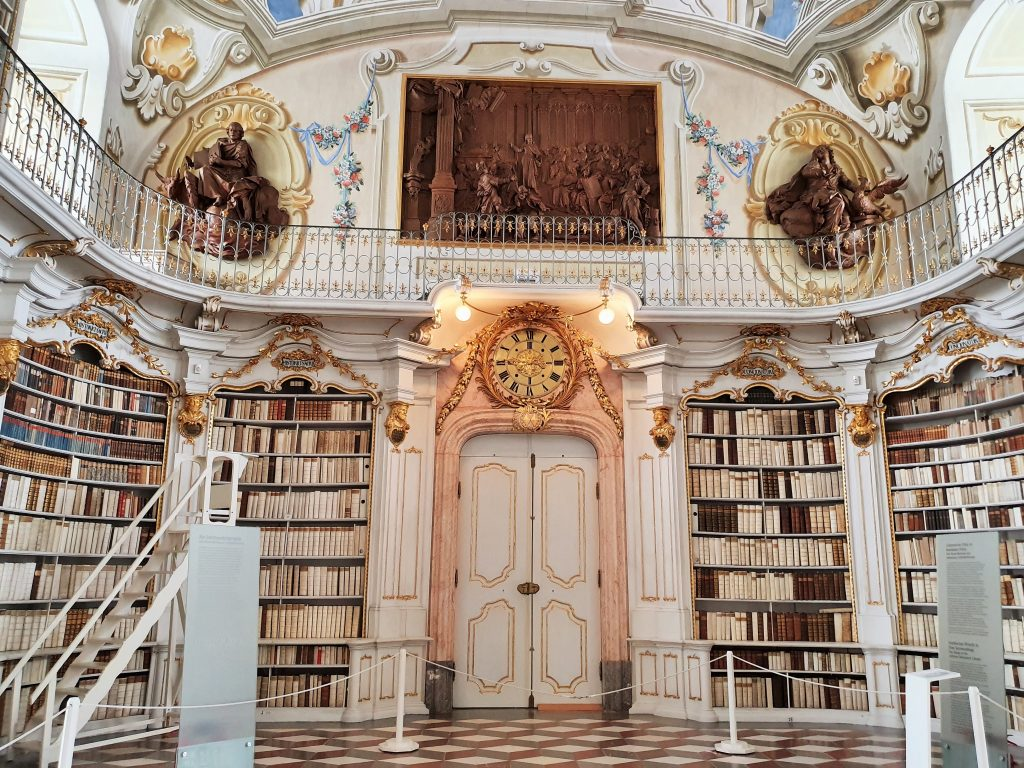 prachtvoller barocker Bibliothekssaal