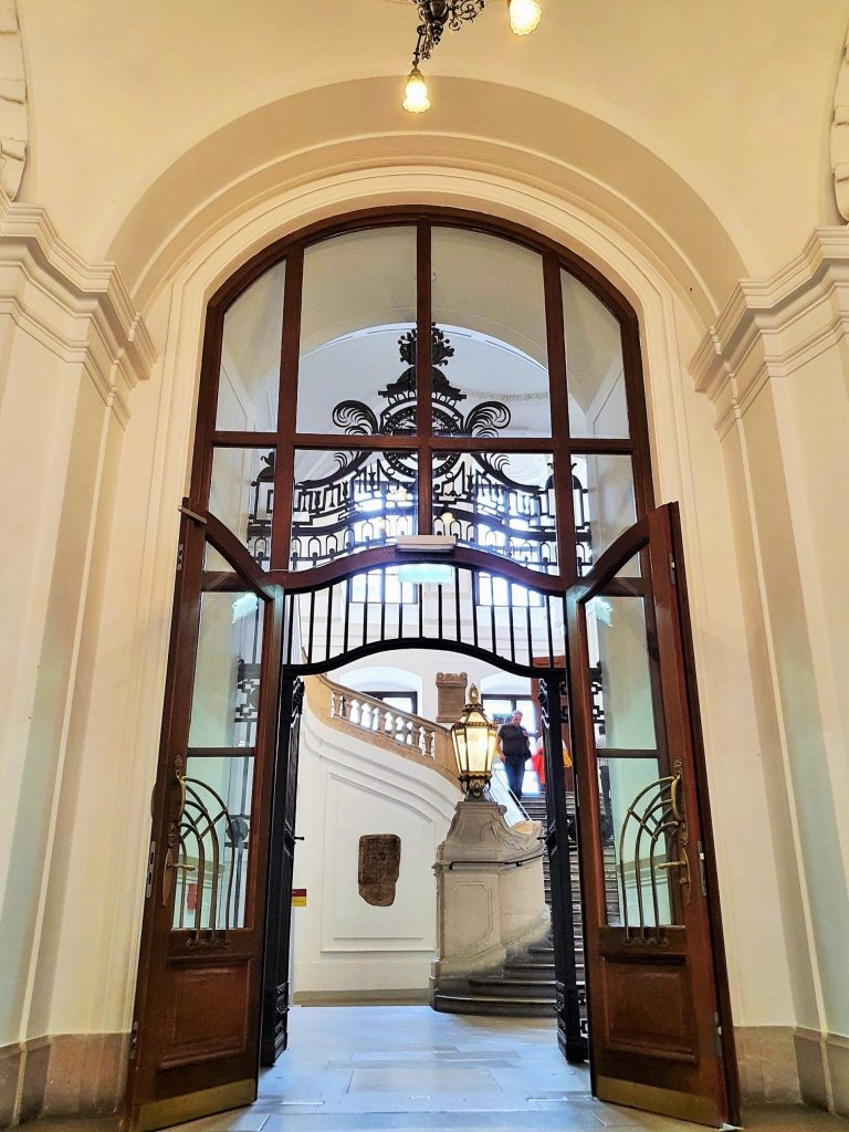 Österreichische Nationalbibliothek Prunksaal Aufgang