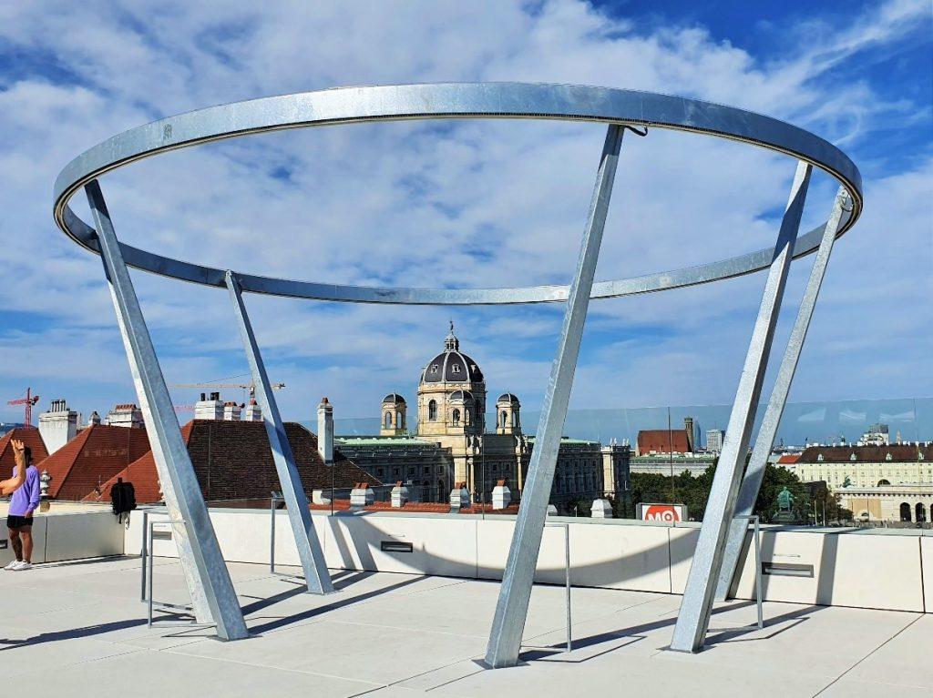 Stahlkonstruktion auf Dach mit Wien-Blick
