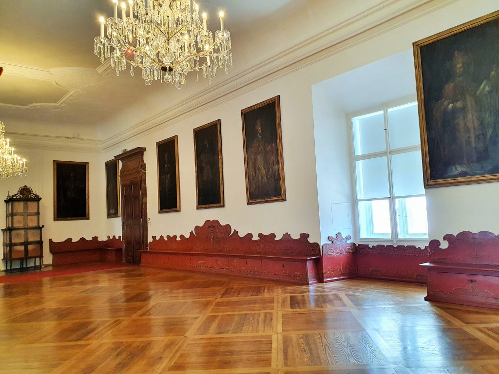 Kaisersaal mit Habsburger-Gemälden