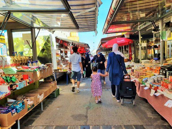 Brunnenmarkt Wien mit Standeln