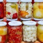 Gemüse einwecken in Essig und Gläsern