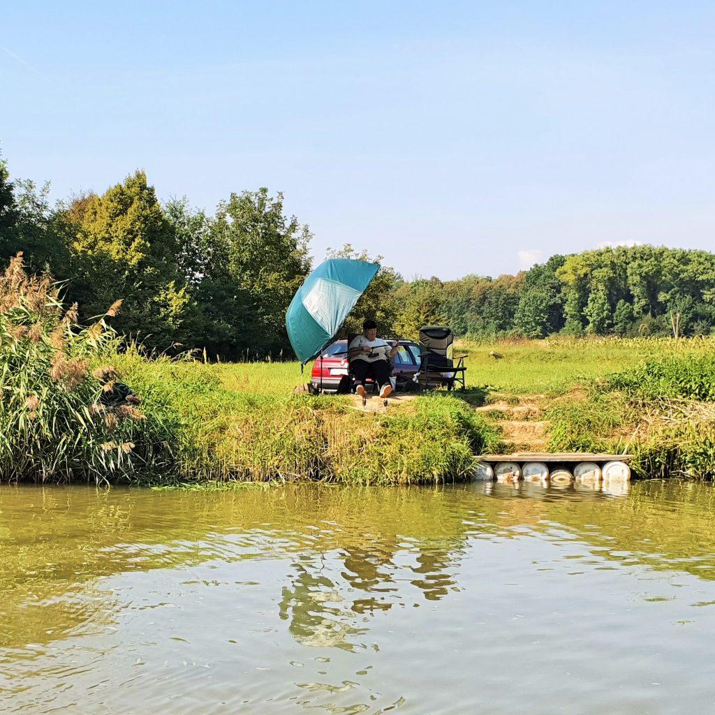 Angler am Flussufer