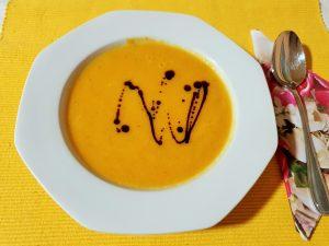 Steirische Kürbiscremesuppe in einem Teller