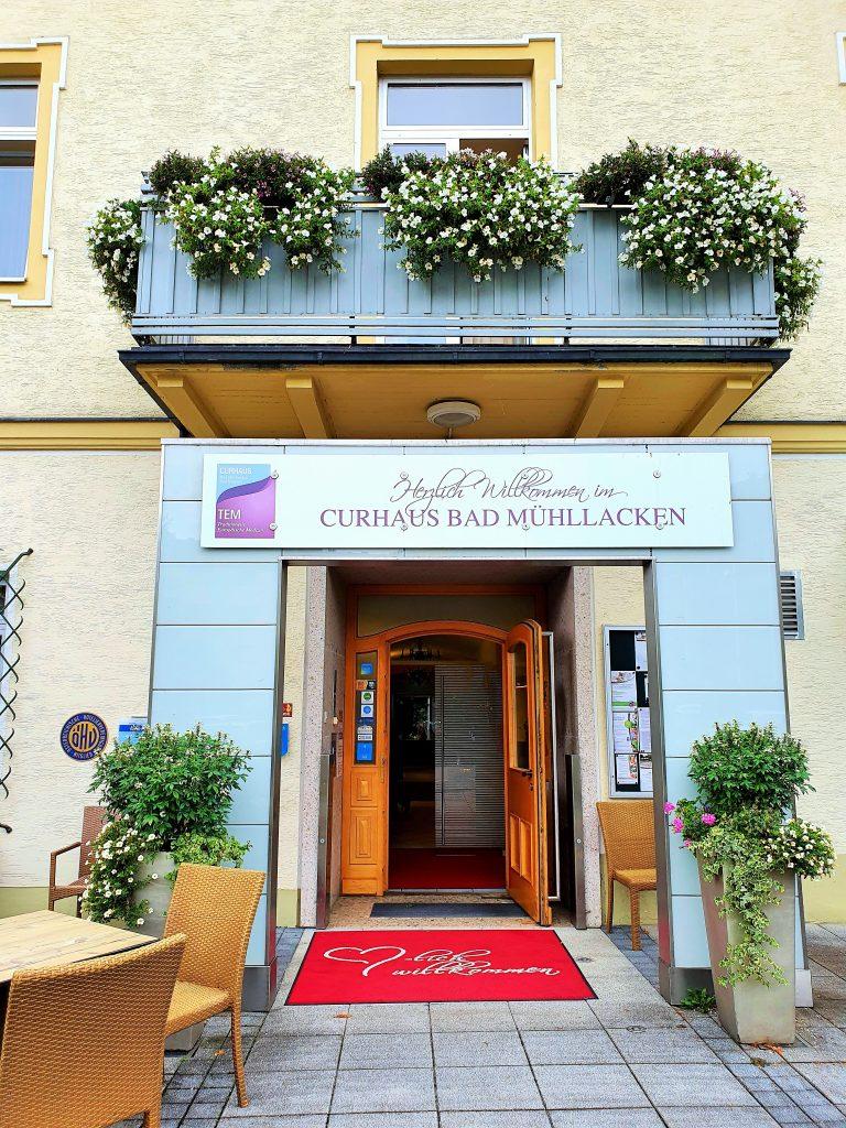 Eingang zum Kurhaus, Basenfasten in Bad Mühllacken