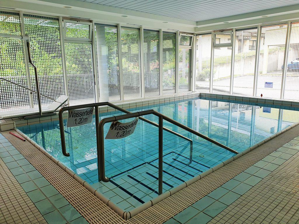 Indoor Schwimmbecken