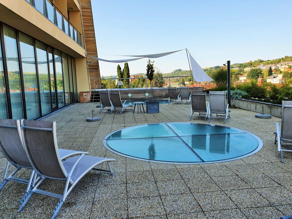 Terrasse mit Whirlpools