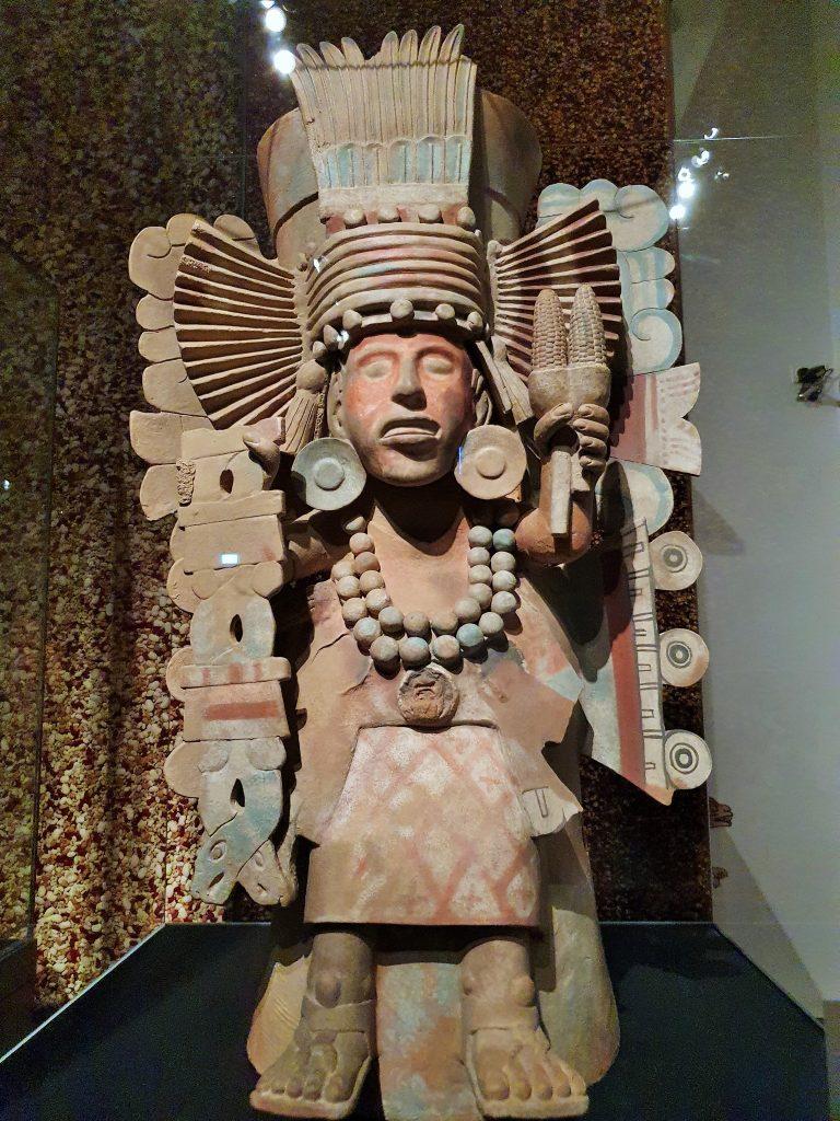 Statue der Maisgöttin der Azteken