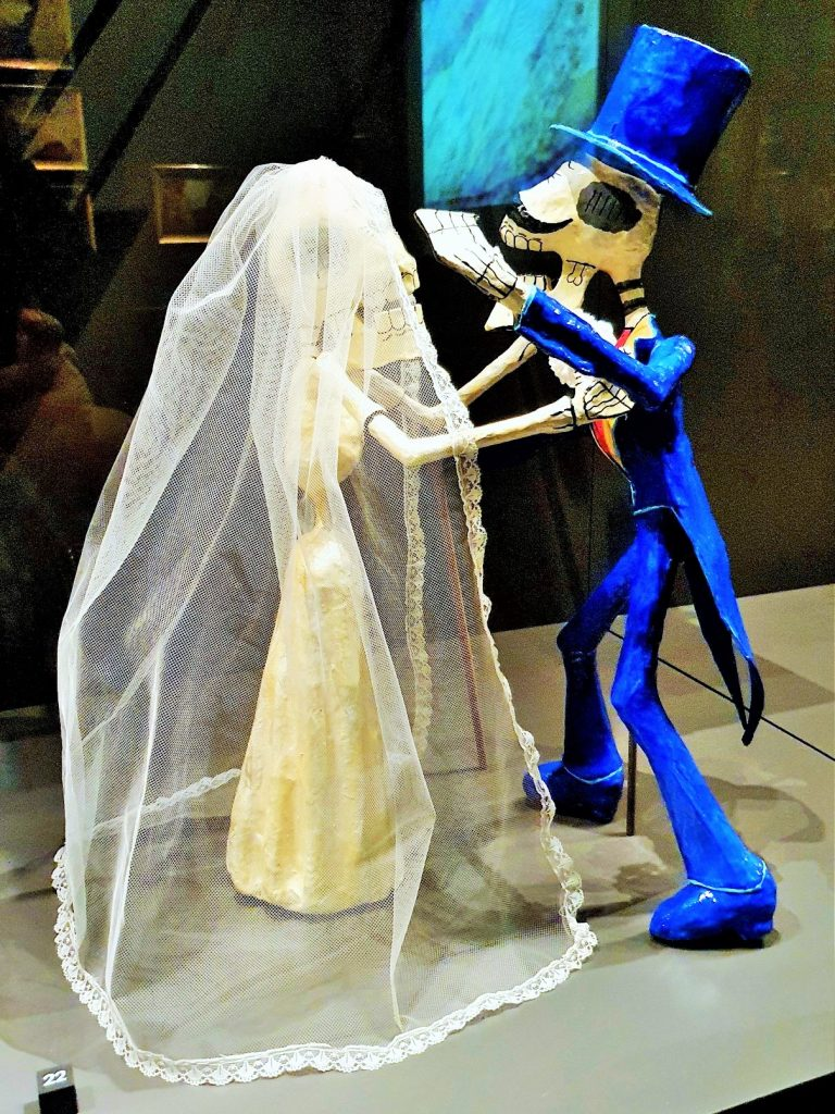 tanzendes Brautpaar aus Skelett, Totenkult in Mexico