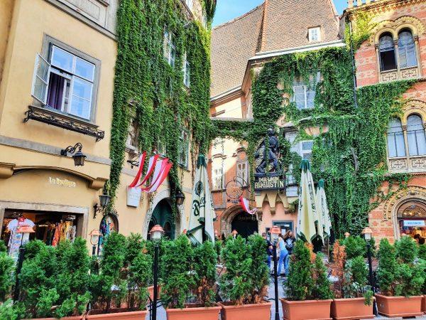Wiener Griechenviertel, Griechenbeisl mit Gastgarten