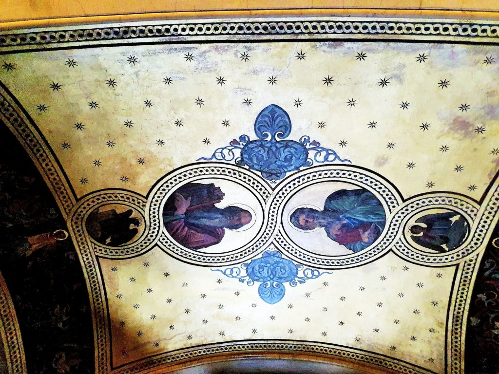 Medaillonbildnisse von Aposteln an der Decke