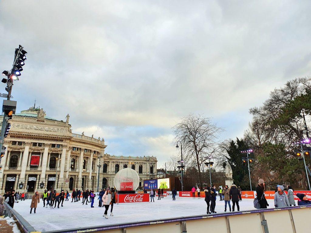 Eislaufen in Wien am Rathausplatz