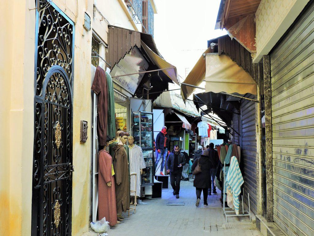 in Altstadt-Gasse von Meknes, Marokko