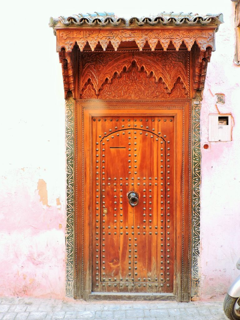 prachtvolles Holztor in Marokko