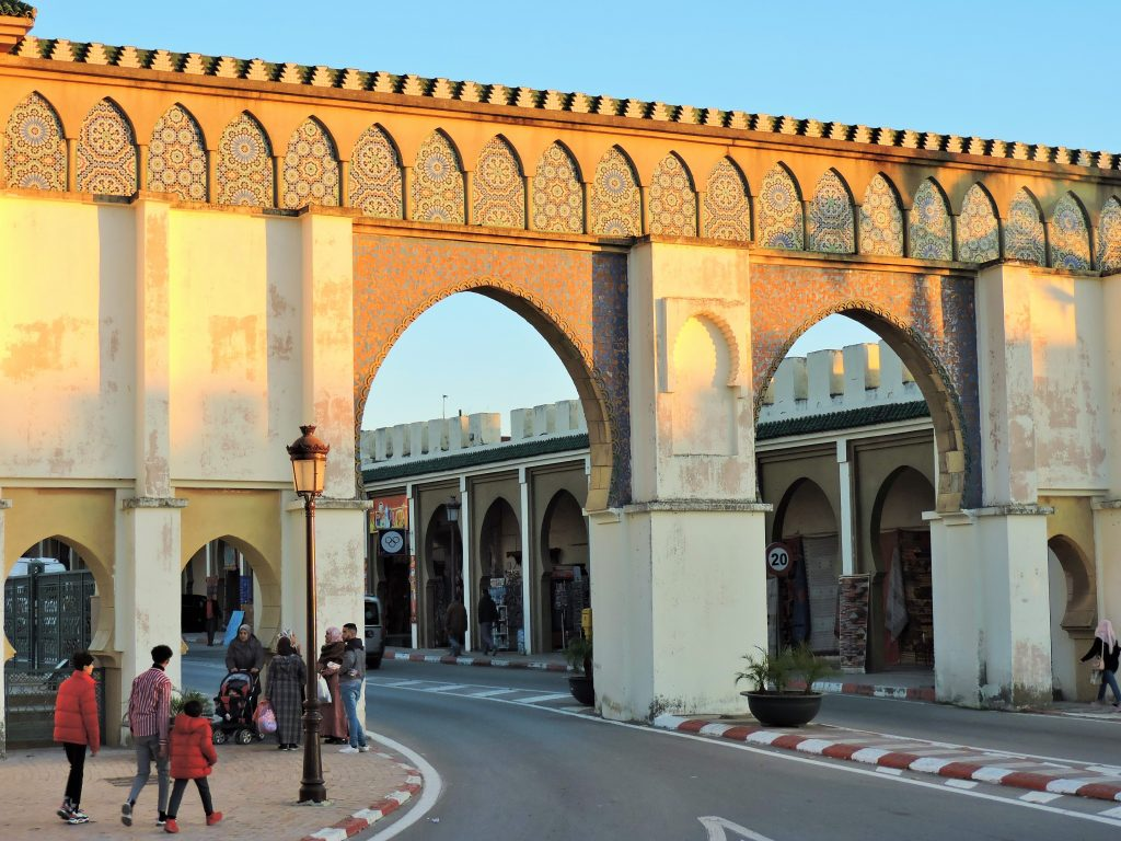 zwei Durchfahrtstore in Meknes, Marokko