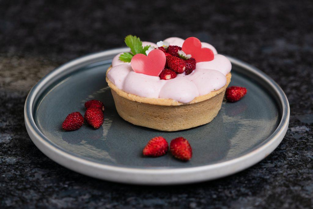 Süßes Kochbuch Rezept Bild für Erdbeer-Mürbteig-Törtchen