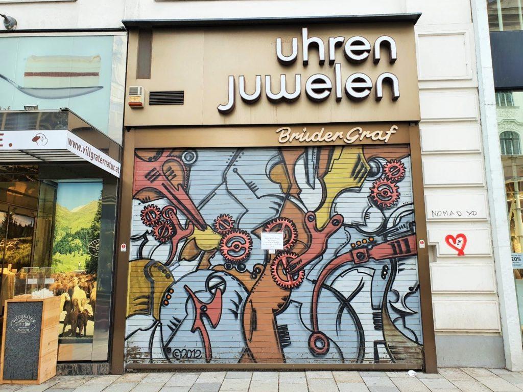 Graffiti Art auf einem Geschäfts-Rollbalken