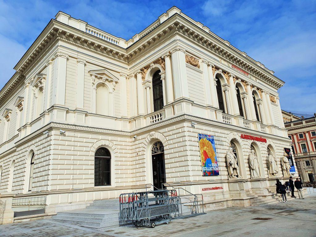 Aussenansicht des historischen Künstlerhaus Gebäudes in Wien