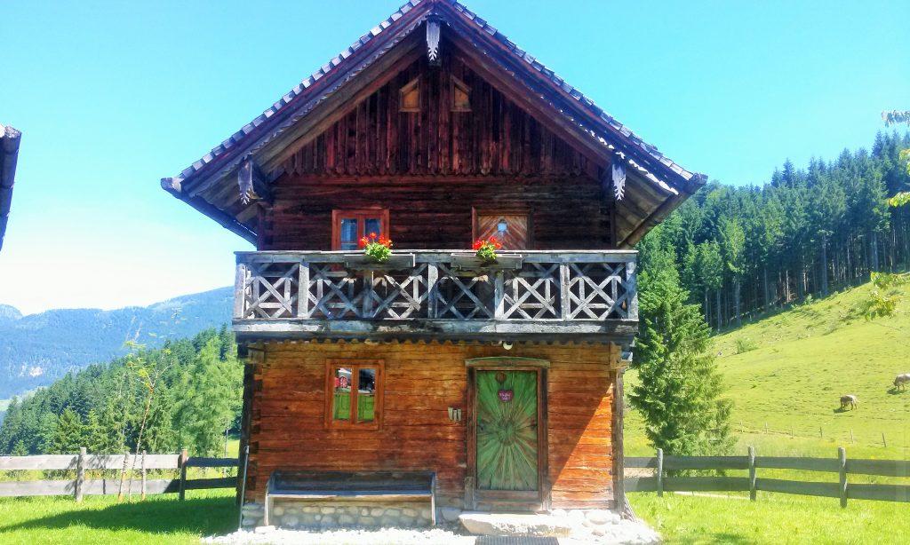 kleines altes Holzhaus typisch für den Tennengau