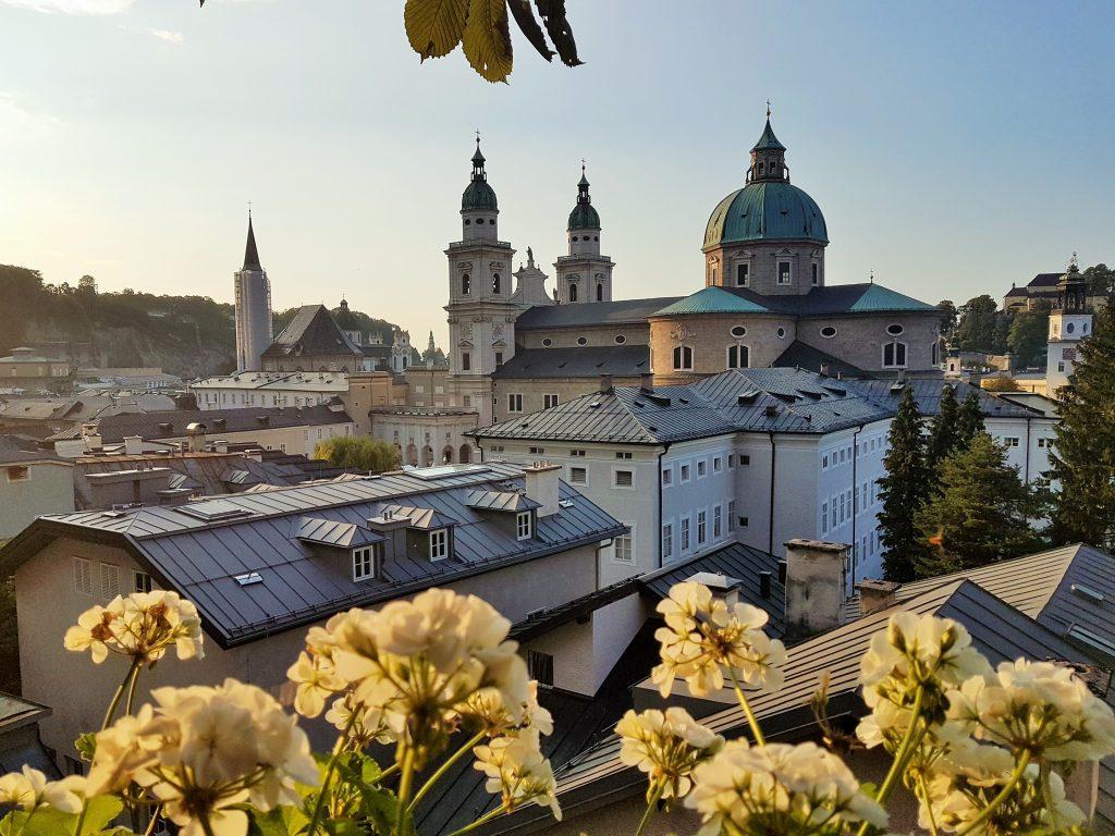Blick über die Altstadt von Salzburg mit Kirchtürmen