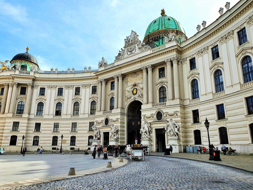 Hofburg Wien mit Fiaker-Standplatz am Michaelerplatz
