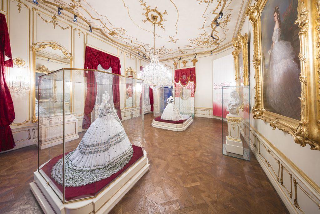 Sisi Museum mit Kleidern