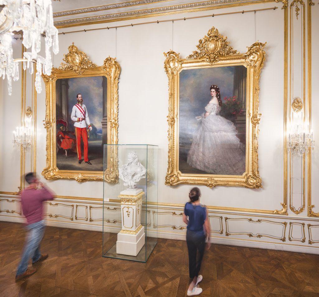 Sisi Museum mit Portraits von Franz Joseph u. Elisabeth