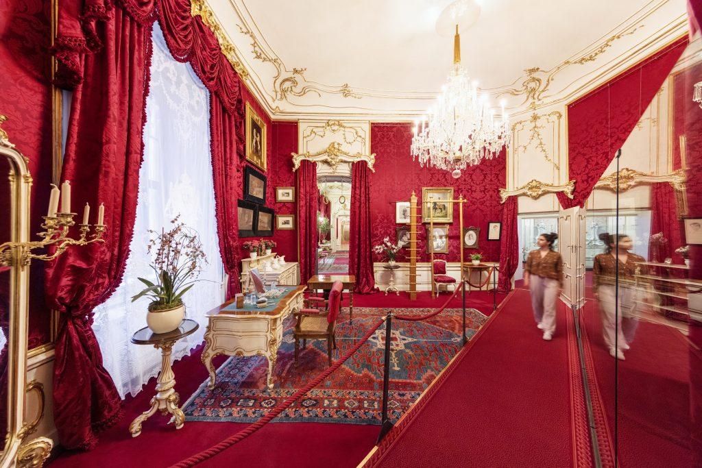 imperialer Raum in Rot