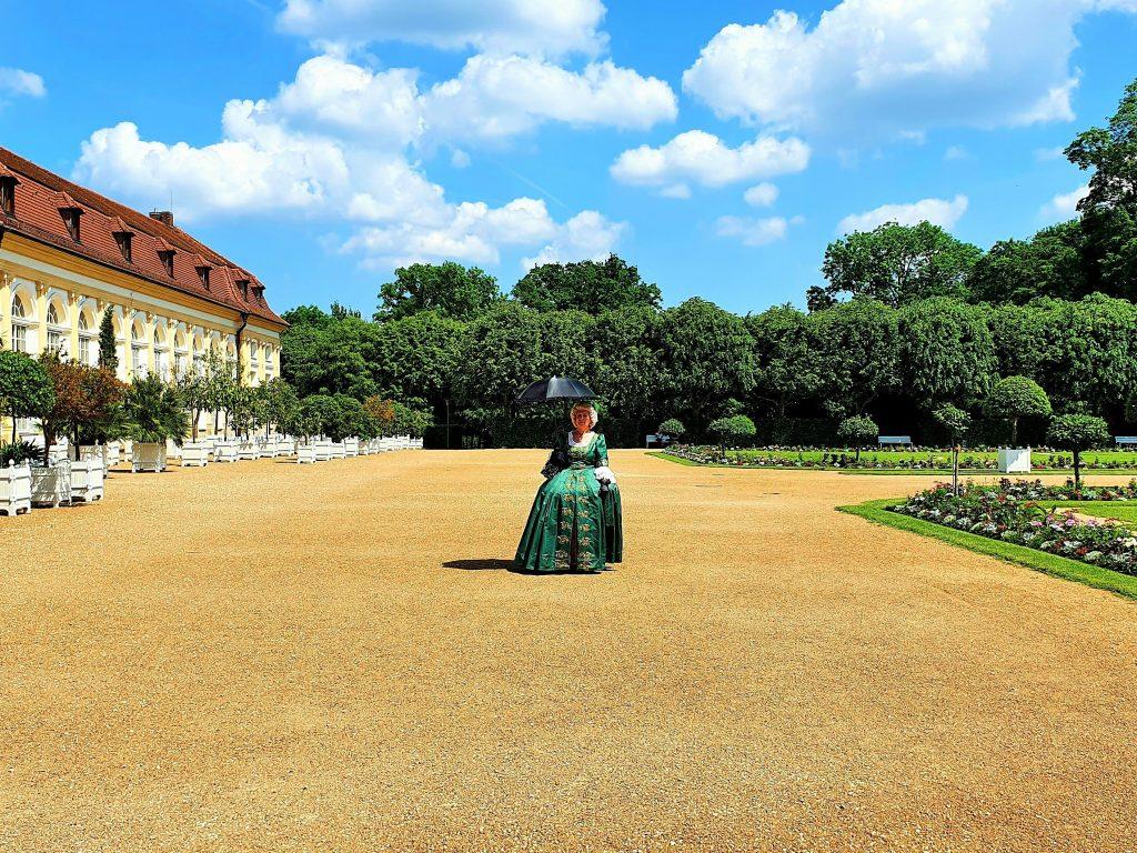 Frau in historischem Kostüm, Ansbach Hofgarten