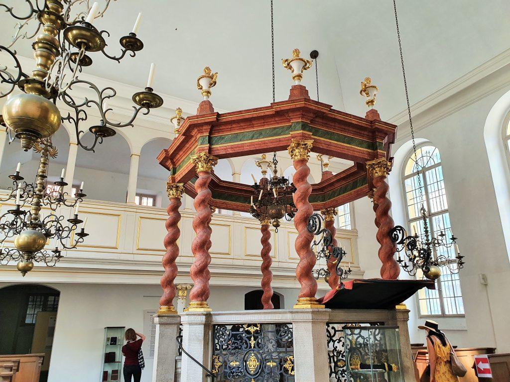 Innenraum der Synagoge von Ansbach, Franken