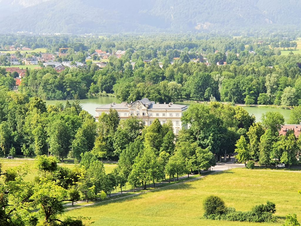 Blick von oben auf Schloss Leopoldskron Salzburg