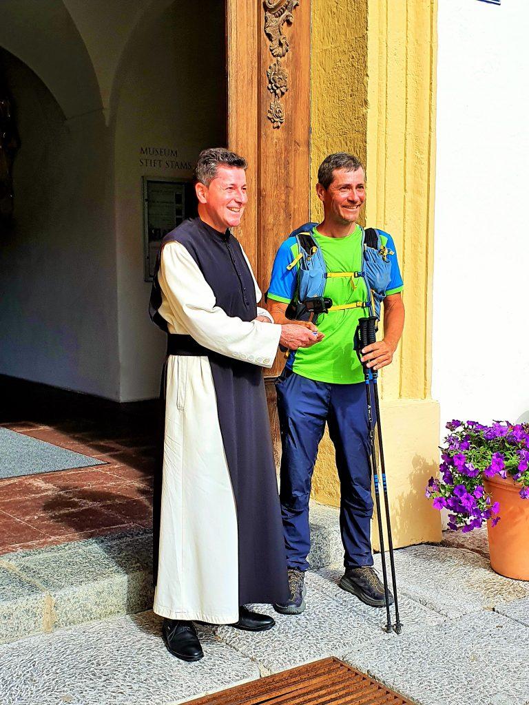Frater Lukas Agerer mit Pilger Jörg, Stift Stams