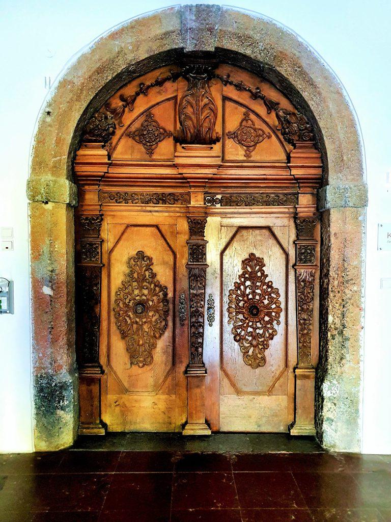 prächtiges altes Kloster-Tor