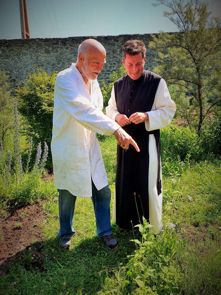 Zisterzienser Mönche bei der Arbeit