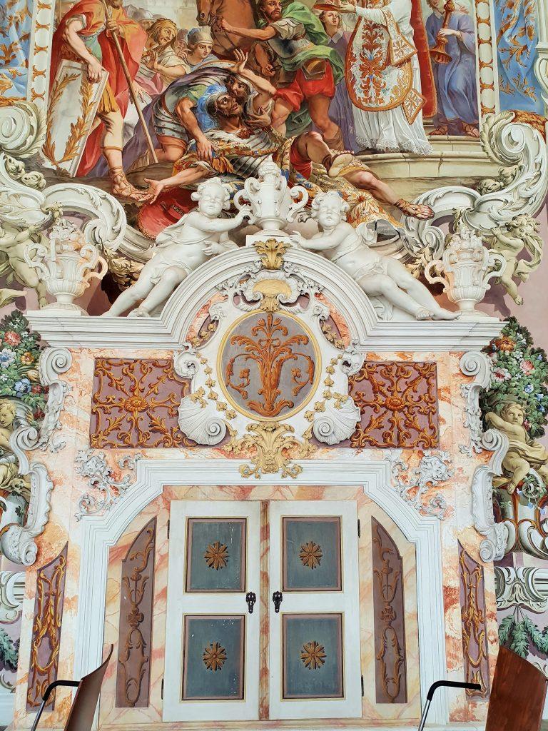 Wandfresken in barockem Stil