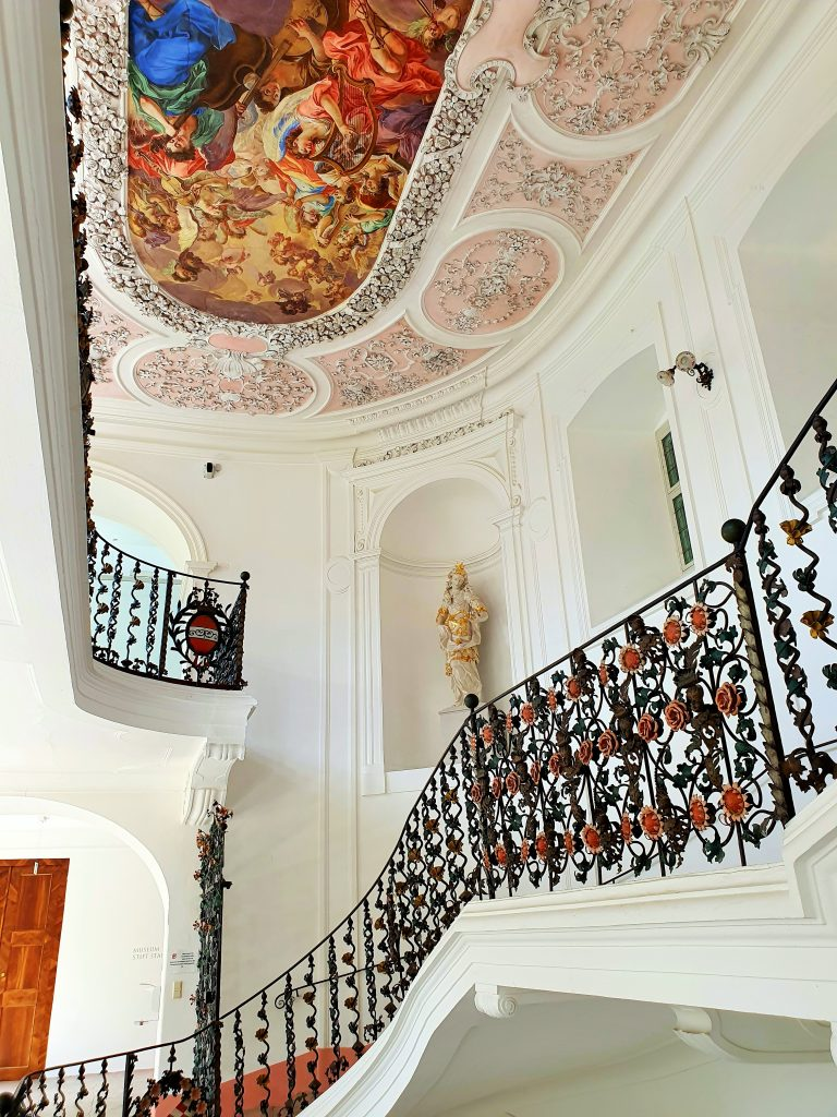 barocker Treppenaufgang im Stift Stams