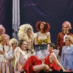 Jedermann Salzburg 2021 Schauspielergruppe auf der Bühne